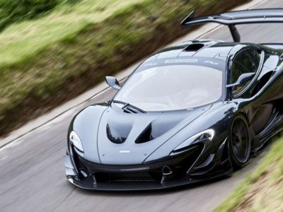 Disfruta, este es el McLaren P1 LM erigiéndose como el coche de calle más rápido de Goodwood