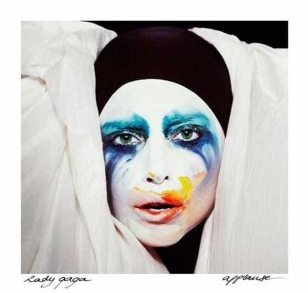 Lady Gaga nos pide un aplauso para su vuelta con ARTPOP