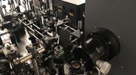 Con 10 billones de fps esta cámara es capaz de capturar la luz a cámara lenta