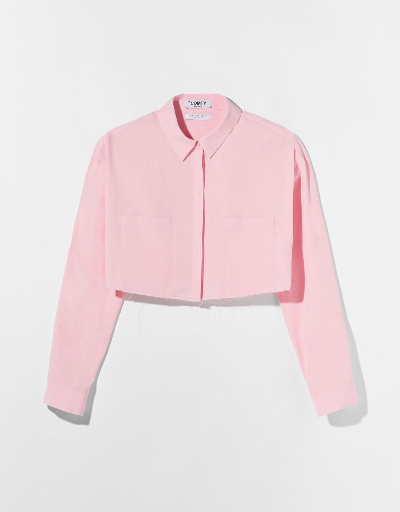 Camisa cropped rosa.