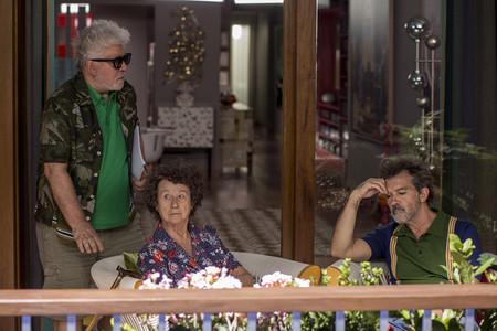 Pedro Almodovar en rodaje con Julieta Serrano y Antonio Banderas