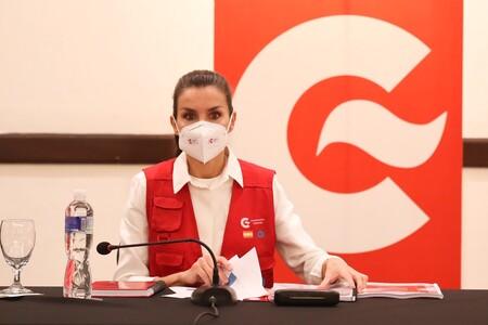 La reina Letizia se reúne con las ONG españolas en Honduras con un look cómodo y muy sencillo