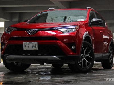 Probamos el Toyota RAV4 2016: Descubrimos que el que arriesga no gana