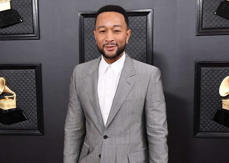 Entre blazer, abrigo y falda: el look de John Legend para los Premios Grammy