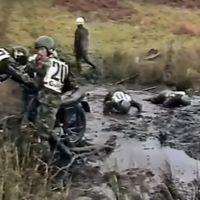 El Enduro es durisimo, más aún si te obligan a hacerlo en el ejército sin saber llevar motos