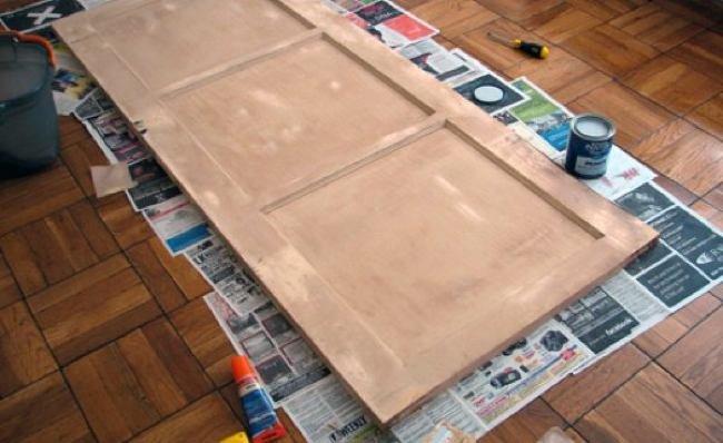 Antes y despu s un cabecero hecho con una vieja puerta for Como barnizar una puerta vieja