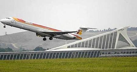 Iberia cobrará 15 euros por facturar las maletas