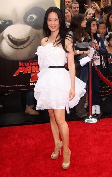 lucy liu vestido blanco