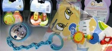 Retiran 19 modelos de cadenas y broches para chupetes por riesgo para los bebés