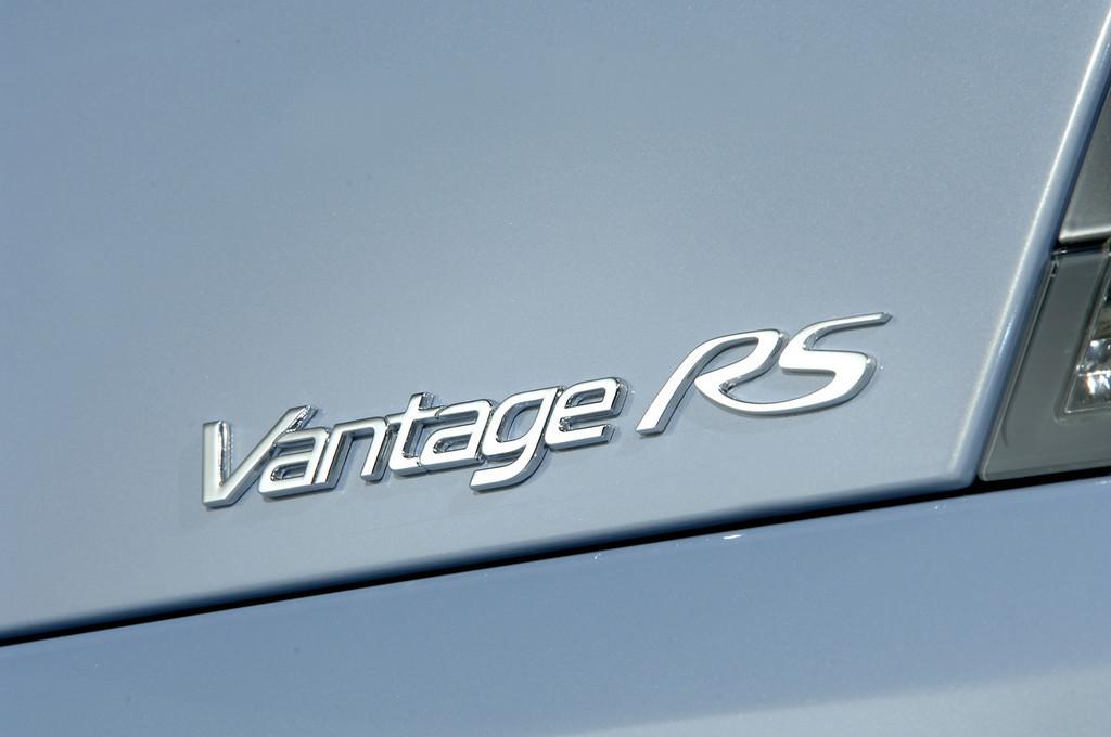 Foto de Aston Martin V12 Vantage RS (17/29)