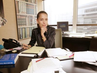 Así es la otra mujer del divorcio de Angelina Jolie: su abogada. La temida Laura Wasser