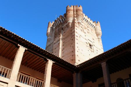patio-armas-y-torre-homenaje-castillo-mota