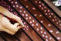 Hazlo tu mismo: una silla decorada con pequeñas flores