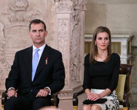 El look de la princesa Letizia en la abdicación del Rey