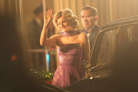 Los looks de la transformación de Emma Corrin en la Princesa Lady Di para la cuarta temporada de The Crown
