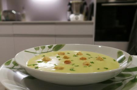 Cremas, sopas y legumbres: siete recetas de cuchara para preparar con un robot de cocina