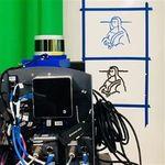 Este robot es capaz de imitar la escritura de cualquier persona