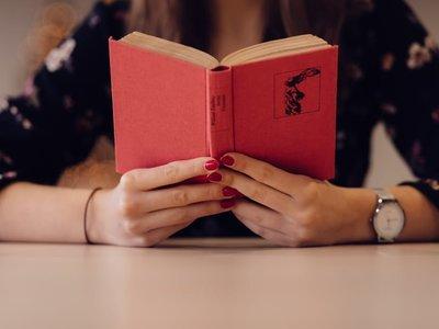 Te demostramos que para sentirte mejor hay que buscar en el interior (de un libro) con 19 citas inspiradoras