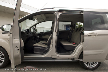 ford tourneo courier toma de contacto. Black Bedroom Furniture Sets. Home Design Ideas