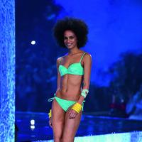 Los bikinis y bañadores de terciopelo de Calzedonia arrasan en Instagram