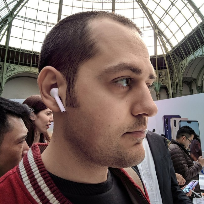 Vlad Savov Huawei™ Buds
