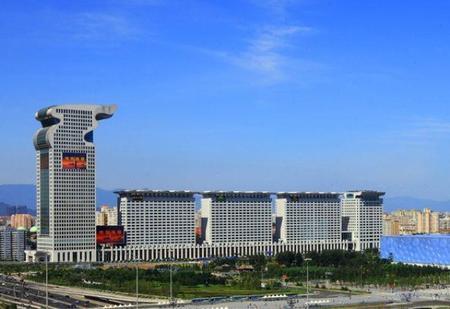 situado en la plaza morgan de beijin china el hotel pangu ha sido diseado por li zuyuan el responsable del que hasta hace poco fue el edificio ms alto