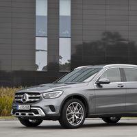 Los Mercedes-Benz GLC 300 e 4MATIC y GLC 300 de 4MATIC híbridos enchufables con etiqueta CERO ya tienen precio: desde 62.375 euros