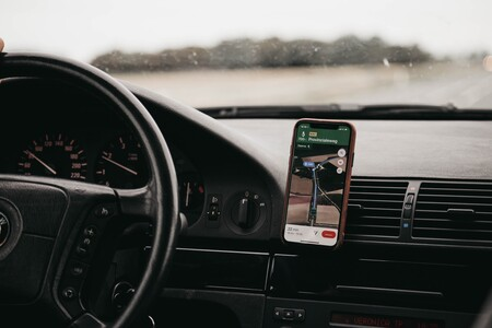 Utiliza el GPS de tu móvil mientras conduces cómodamente y sin sustos con estos cinco soportes para coche