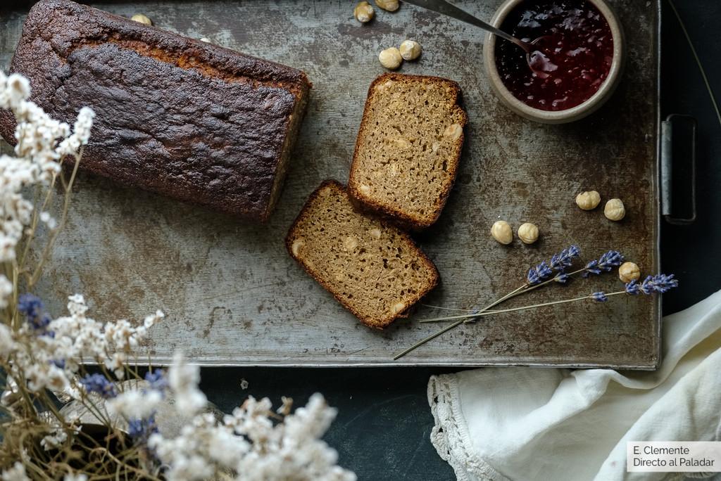Cake ultratierno de pl�tano y avellanas, receta para desayunos que alegran las ma�anas