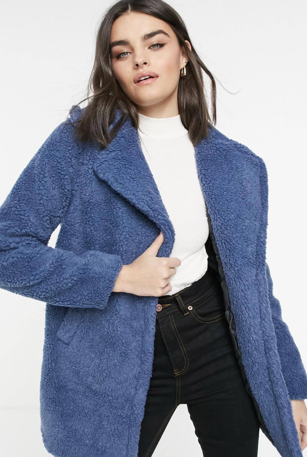 Abrigo azul corto de borreguito de AX Paris