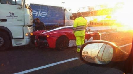 Dolorpasión™: un Ferrari LaFerrari embestido por un camión