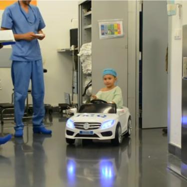 Sobre ruedas al quirófano: la genial iniciativa que están poniendo en marcha algunos hospitales