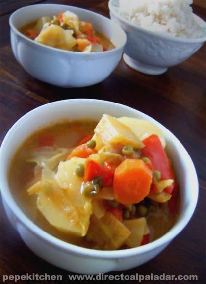 Curry verde de verduras. Receta vegetariana