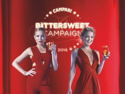 Kate Hudson es la absoluta y total protagonista del nuevo calendario Campari