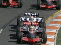 Lewis Hamilton gana un accidentado Gran Premio de Australia