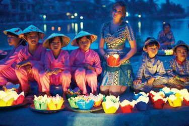 ¡Localizada! Eniko Mihalik estaba de viaje en Vietnam con Anthropologie