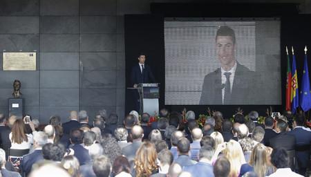 Hablemos del busto de Cristiano Ronaldo (y de los mejores memes)