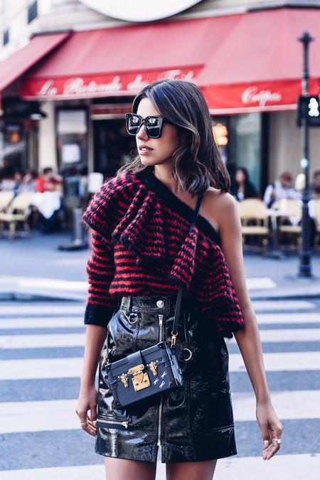 Las minifaldas de cuero son las más deseadas y ellas saben cómo combinarlas