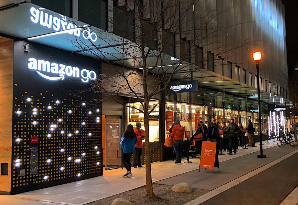 Los aeropuertos son el próximo objetivo de Amazon para expandir sus tiendas sin cajeros, según Reuters