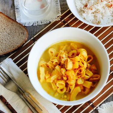 Aros de calamar al curry. Receta de mariscos