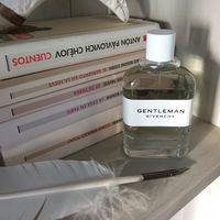 Givenchy tiene un perfume para hombre con un olor tan sorprendente que lo queremos para nosotras
