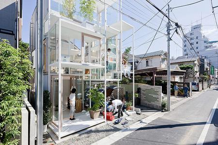 Casa completamente transparente - exterior 2