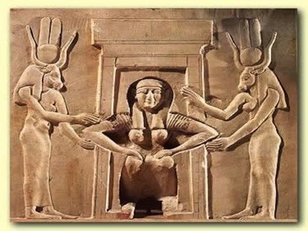 El peinado de las parturientas egipcias