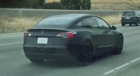 Aquí tienes el primer vídeo del Tesla Model 3 en plena fase de puesta a punto