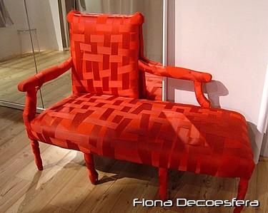 Hemos visto... un sofá tapizado con cintas de raso