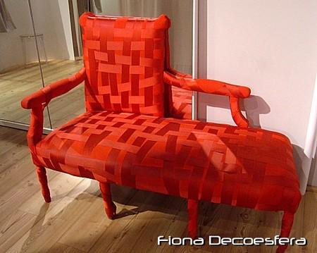Sofá tapizado con cintas