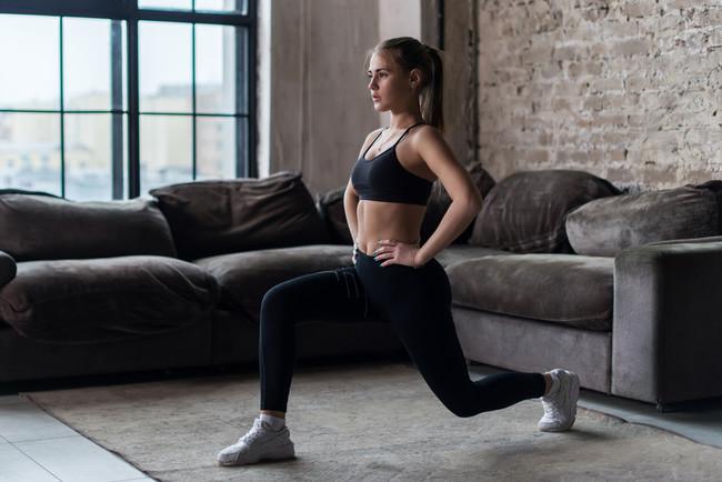 Cinco rutinas de entrenamiento que puedes hacer en casa sin necesidad de material