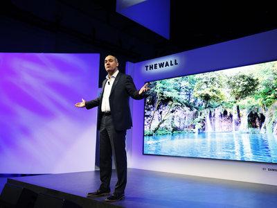 """Ni OLED, ni LCD: lo último de Samsung es un televisor MicroLED modular de 146"""""""