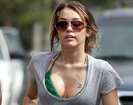 Miley Cyrus quiere operarse los pechos y no hay nadie que pueda imperdírselo