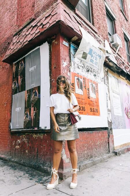 Nyfw New York Fashion Week Ss17 Street Style Outfit Collage Vintage Metallic Leather Skirt Gucci Bag Soludos Espadriles 49 1600x2400https://www.trendencias.com/moda-famosas/amelia-bono-apuesta-look-sofisticado-primavera-vestido-tipo-tunica-unas-alpargatas-vidorreta